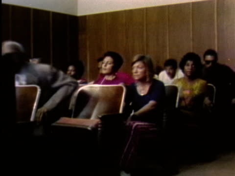 vidéos et rushes de 1970s montage courtroom scene with judge entering / los angeles, california / audio - juge