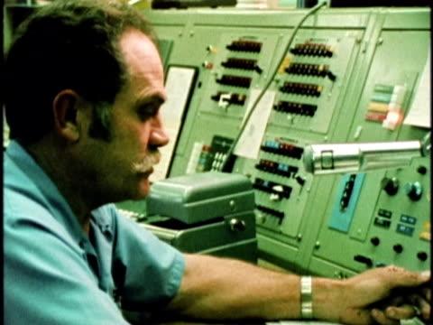 vídeos de stock e filmes b-roll de 1970s montage man announcing emergency over intercom to firehouse, los angeles, california, usa, audio - antena equipamento de telecomunicações