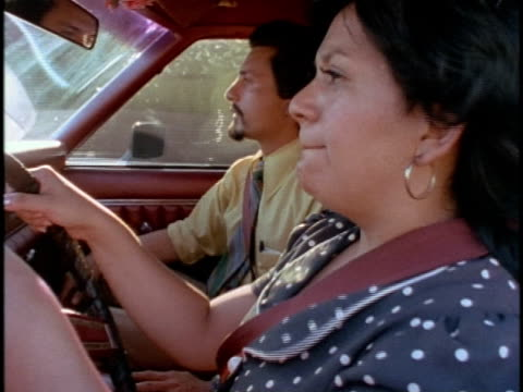 vídeos y material grabado en eventos de stock de 1970s cu nervous woman having driving lesson with instructor, los angeles, california, usa, audio - aprender a conducir