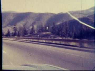 1970s north america: highway, freeway, expressway, pike drive (8mm film) - 1970 1979 bildbanksvideor och videomaterial från bakom kulisserna