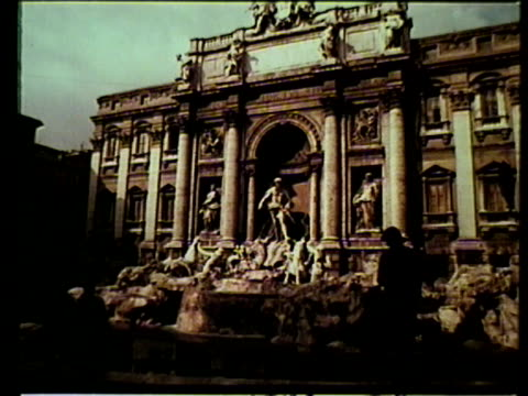 trevi fountain, tourists throwing coins in water, ponte sant'angelo roman bridge w/ castel sant'angelo bg, traffic, colosseum , partial mussolini's... - ponte点の映像素材/bロール