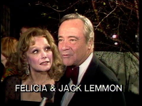 1980s celebrities at premiere, jack and felicia lemmon being interviewed / los angeles, california, usa / audio - mature couple stock videos & royalty-free footage