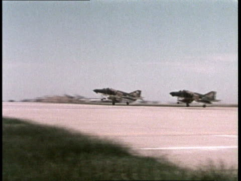 vídeos de stock e filmes b-roll de 1980s ts fighters taking off from airfield / mcconnell afb, wichita, kansas, united states - wichita