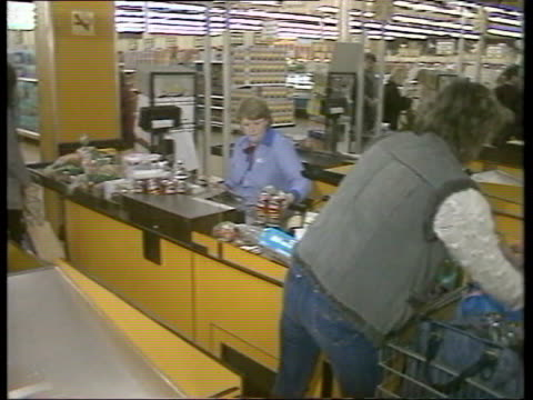 part 3 130536 2341985 stores neasden airview of tesco superstore men at work constructing new tesco interviw ian maclaurin tesco chairmandesignate on... - 1985 bildbanksvideor och videomaterial från bakom kulisserna