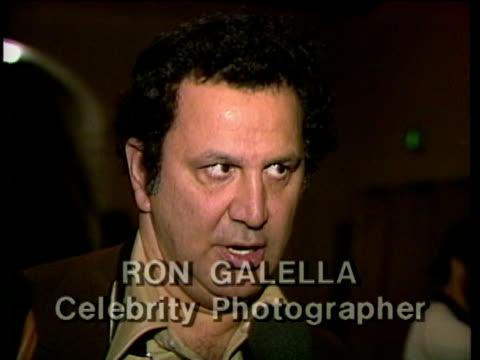 vídeos y material grabado en eventos de stock de 1980s montage ron galella being interviewed / los angeles, california, usa / audio - sólo hombres maduros