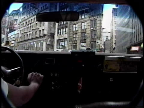 1990s pov from backseat of taxi driving through downtown nyc - beifahrersitz oder rücksitz stock-videos und b-roll-filmmaterial