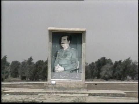 1990s ws portrait of saddam hussein displayed in field / iraq - operation desert storm bildbanksvideor och videomaterial från bakom kulisserna