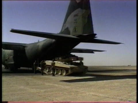 vidéos et rushes de 1990s ws tank driving from rear loading ramp of military transport plane - véhicule militaire terrestre