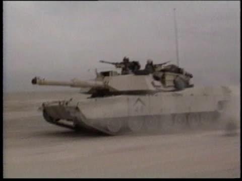 1990s ms tank traveling the desert landscape / iraq - operation desert storm bildbanksvideor och videomaterial från bakom kulisserna
