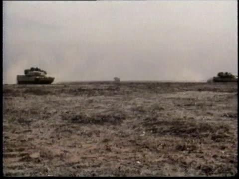 vidéos et rushes de 1990s zi tanks traveling across desert terrain / iraq - opération tempête du désert