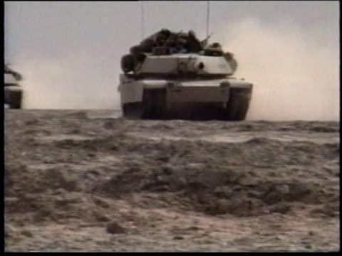 1990s zi tanks travelsing across desert terrain / iraq - operation desert storm bildbanksvideor och videomaterial från bakom kulisserna