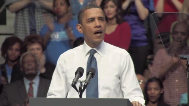 19mar2010 ms zo ws president barack obama speaking at health care rally at george mason university / fairfax virginia usa / audio - 政治集会点の映像素材/bロール