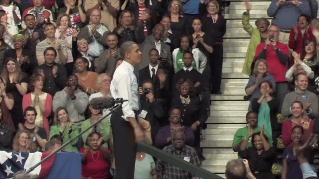 vídeos y material grabado en eventos de stock de 19mar2010 ws zi ms president barack obama speaking at health care rally at george mason university / fairfax virginia usa / audio - camisa y corbata