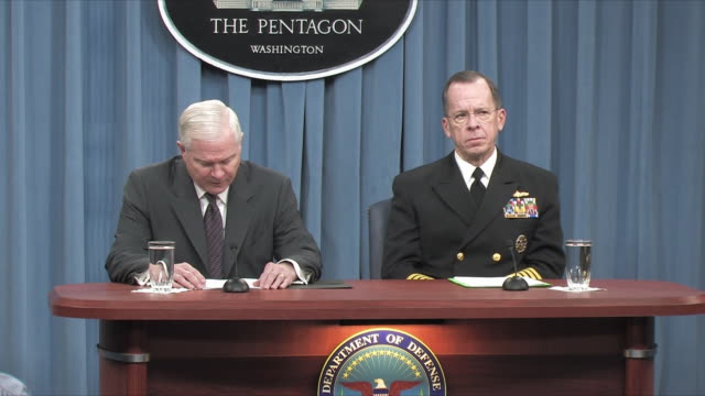 1feb2010 ms zo ws us defense secretary robert gates and joint chiefs of staff chairman michael mullen press conference on 2011 budget / alexandria... - joint chiefs of staff stock videos and b-roll footage