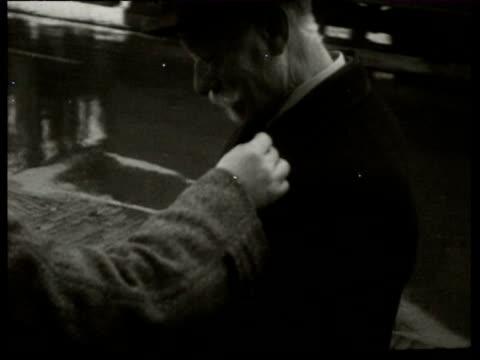 vídeos y material grabado en eventos de stock de jan-1938 b/w montage street collectors are given money, after which they give the donors a badge / netherlands - generosidad