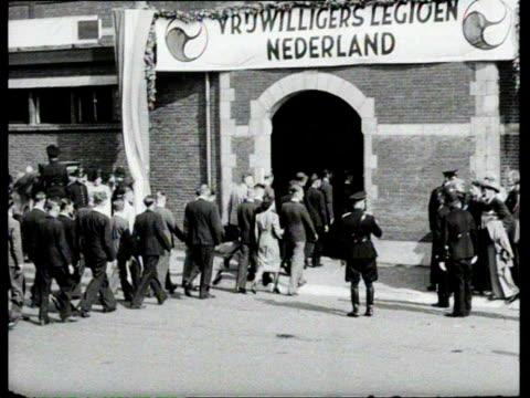 1jan1941 b/w montage dutch volunteers army departs from the train station people making 'heil hitler' salute / netherlands - zug militärische einheit stock-videos und b-roll-filmmaterial