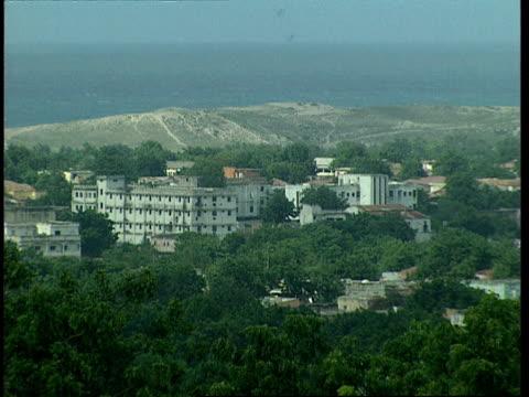vídeos de stock e filmes b-roll de oct-1998 presidential palace in mogadishu / mogadishu, benadir, somalia - corno de áfrica