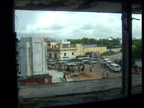 vídeos de stock, filmes e b-roll de oct-1998 view through damaged building of base that once held statue of imam ahmed gurey / mogadishu, benadir, somalia - menos de 10 segundos