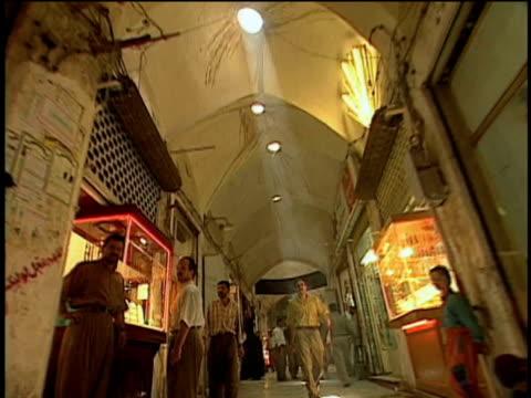 1st feb 2000 ws la rear pov long bazaar corridor / kashan, iran - skåp med glasdörrar bildbanksvideor och videomaterial från bakom kulisserna