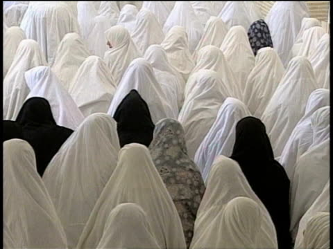 1st march 2000 ms zo ws women in white veils praying in mosque / varzaneh, ispahan, iran - iran stock videos and b-roll footage