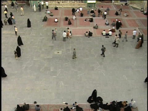 1st may 2000 ws ha tu pilgrims in courtyard of saint massoumeh shrine / qum, iran - pellegrino video stock e b–roll