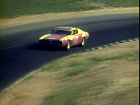 jun-1971 bobby allison driving '70 dodge, ray elder driving '71 dodge challenger, richard petty driving '71 plymouth, james hylton driving '70 ford... - 30代の男性だけ点の映像素材/bロール