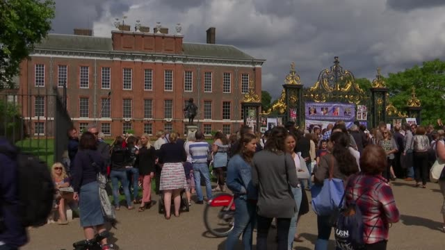 20th anniversary of death of princess diana tributes at kensington palace people gathered outside kensington palace gates - 20th anniversary stock videos & royalty-free footage