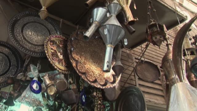 20th jul 2009 craftsman molding piece of metal with hammer in gift shop, al. mutanabee street / baghdad, iraq - ギフトショップ点の映像素材/bロール