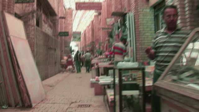 20th jul 2009 ws shops in al mutanabee street / baghdad iraq - butiksskylt bildbanksvideor och videomaterial från bakom kulisserna
