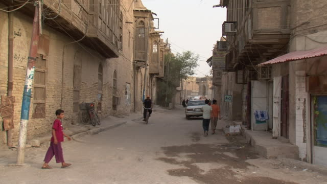 20th jul 2009 street scene in shanasheel district / basra, iraq - basra video stock e b–roll