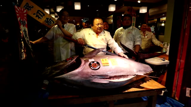 A 212kilogram bluefin tuna sold for 742 million yen on Jan 5 the secondhighest price on record for the first auction of the year at the Tsukiji fish...