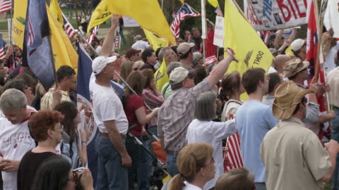 stockvideo's en b-roll-footage met mar-2010 crowd booing and giving the thumbs down sign. american flags and don't tread on me flags / washington dc, usa / audio - 2010