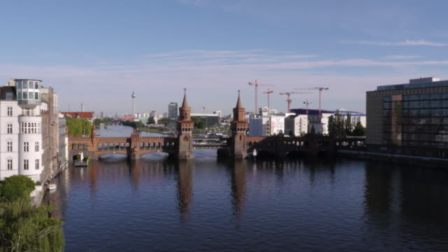 24h berlin shot. day-night-day with oberbaum bridge and tv tower - spoonfilm stock-videos und b-roll-filmmaterial
