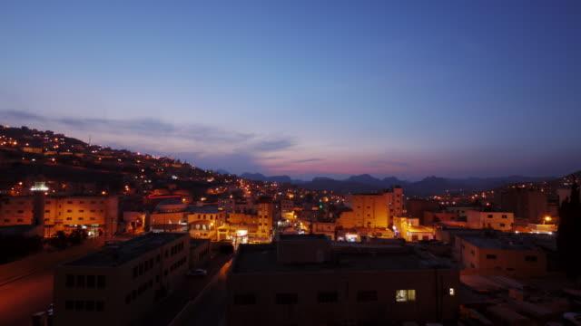 vídeos de stock e filmes b-roll de 24h tl of the skyline from the city of petra in jordan, middle east - petra