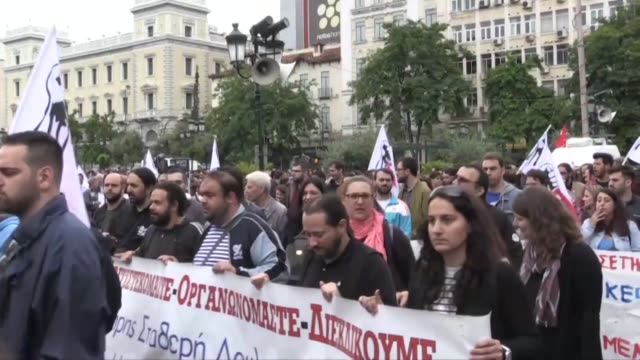 a 24hour stirke grips disrupting travel and shutting down services as unions mobilise against a new round of austerity cuts imposed by the country's... - grecia stato video stock e b–roll