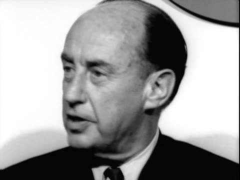 vidéos et rushes de 24jun1965 b/w cu united states ambassador to the united nations adlai stevenson conducting press conference in american airlines terminal at san... - adlai stevenson