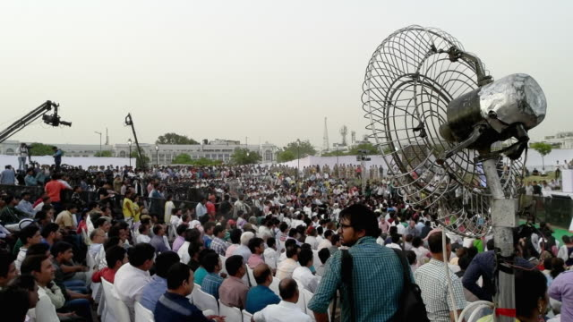 after a landslide victory in delhi legislative assembly polls early this year the aap government including the chief minister mr arvind kejriwal and... - 熱波点の映像素材/bロール