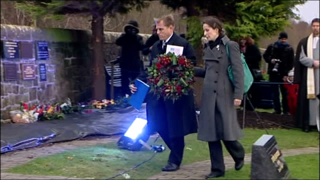 gvs memorial service various of wreaths being laid / alex salmond msp laying wreath / more people laying wreaths - 花輪を捧げる点の映像素材/bロール