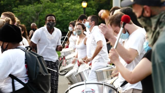 25th july 2020: the 56th night of the george floyd vigil at mccarren park included live afro-brazilian percussive music by mambembe, an outdoor... - anna deavere smith video stock e b–roll