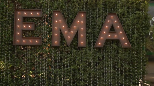 vídeos y material grabado en eventos de stock de 26th annual environmental media association awards at warner bros. studios on october 22, 2016 in burbank, california. - environmental media awards