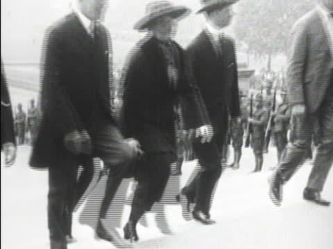 stockvideo's en b-roll-footage met 28th president woodrow wilson walking w/ wife first lady edith bolling wilson up steps at ceremony mot 1920 woodrow wilson being helped to stand in... - woodrow wilson