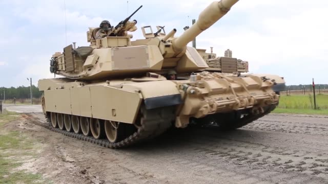 vídeos y material grabado en eventos de stock de 2nd battalion 69th armored regiment 2nd armored brigade combat team 3rd infantry division conduct training with m1a1sa abrams tanks at fort stewart... - infantería