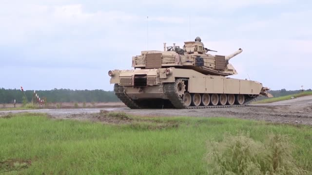 vídeos de stock e filmes b-roll de 2nd battalion 69th armored regiment 2nd armored brigade combat team 3rd infantry division conduct training with m1a1sa abrams tanks at fort stewart... - infantaria
