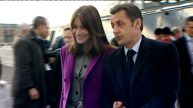 2nd day of state visit by nicolas sarkozy and his wife carla bruni; greenwich: sarkozy and bruni sarkozy along from boat old royal naval college: int... - day 2 stock videos & royalty-free footage