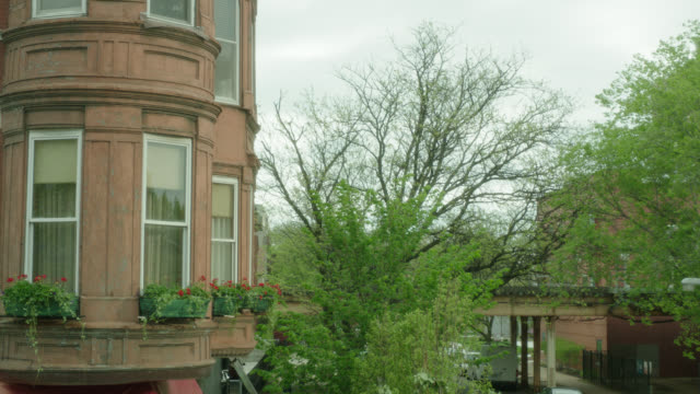 2nd story brick apartment w/el-train r-b in b.g., chicago, il - chicago 'l' stock videos & royalty-free footage