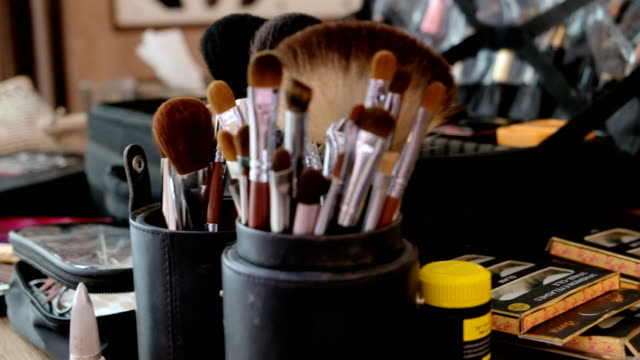 4K 2shot : different sizes of makeup brush on cosmetic table