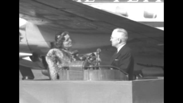 2shot pres harry truman and dutch queen juliana stand atop podium decorated in the red white and blue of the dutch national flag with the queen's... - aeroporto nazionale di washington ronald reagan video stock e b–roll