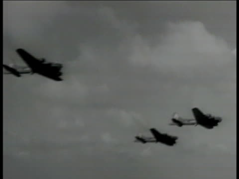 303rd bombardment group, 8th air force b-17 'flying fortress' bombers in flight. b-17 bombers in flight. b-17 bombers in flight. wwii - us airforce stock videos & royalty-free footage