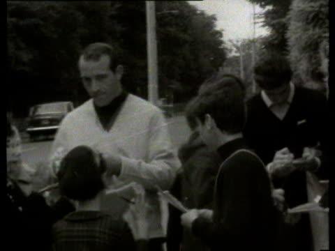 30jul1966 b/w montage bobby charlton arrival fans touts / london united kingdom - 1966 bildbanksvideor och videomaterial från bakom kulisserna