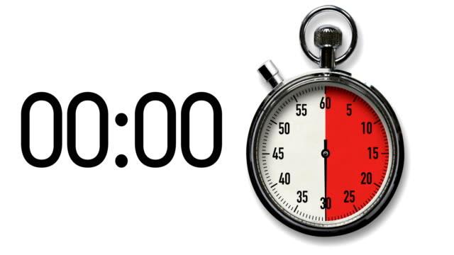 30-sekunden-stoppuhr-countdown auf weiß mit digitaler auslesung - 30 seconds or greater stock-videos und b-roll-filmmaterial